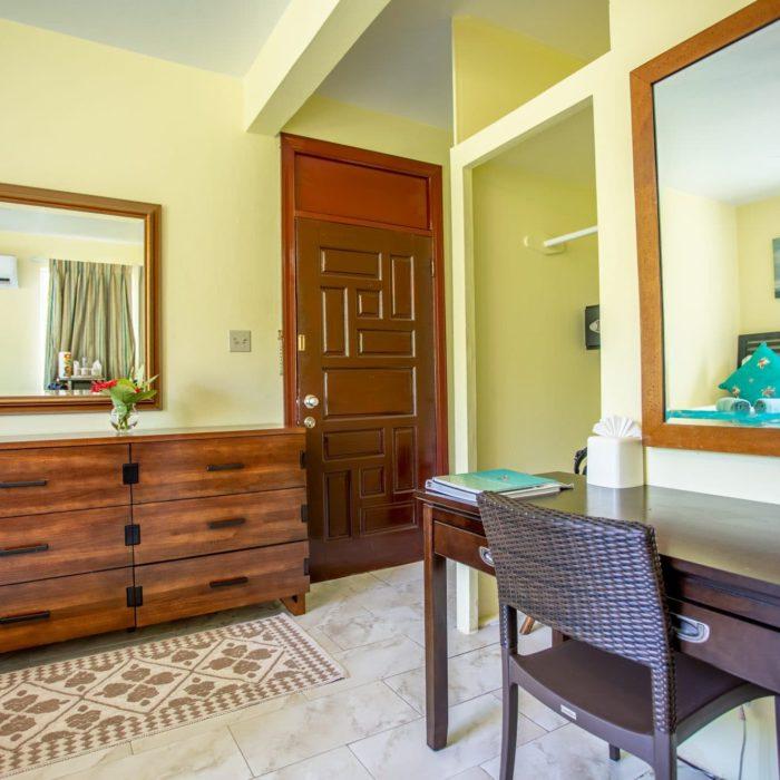 Sebastians_Room02-2